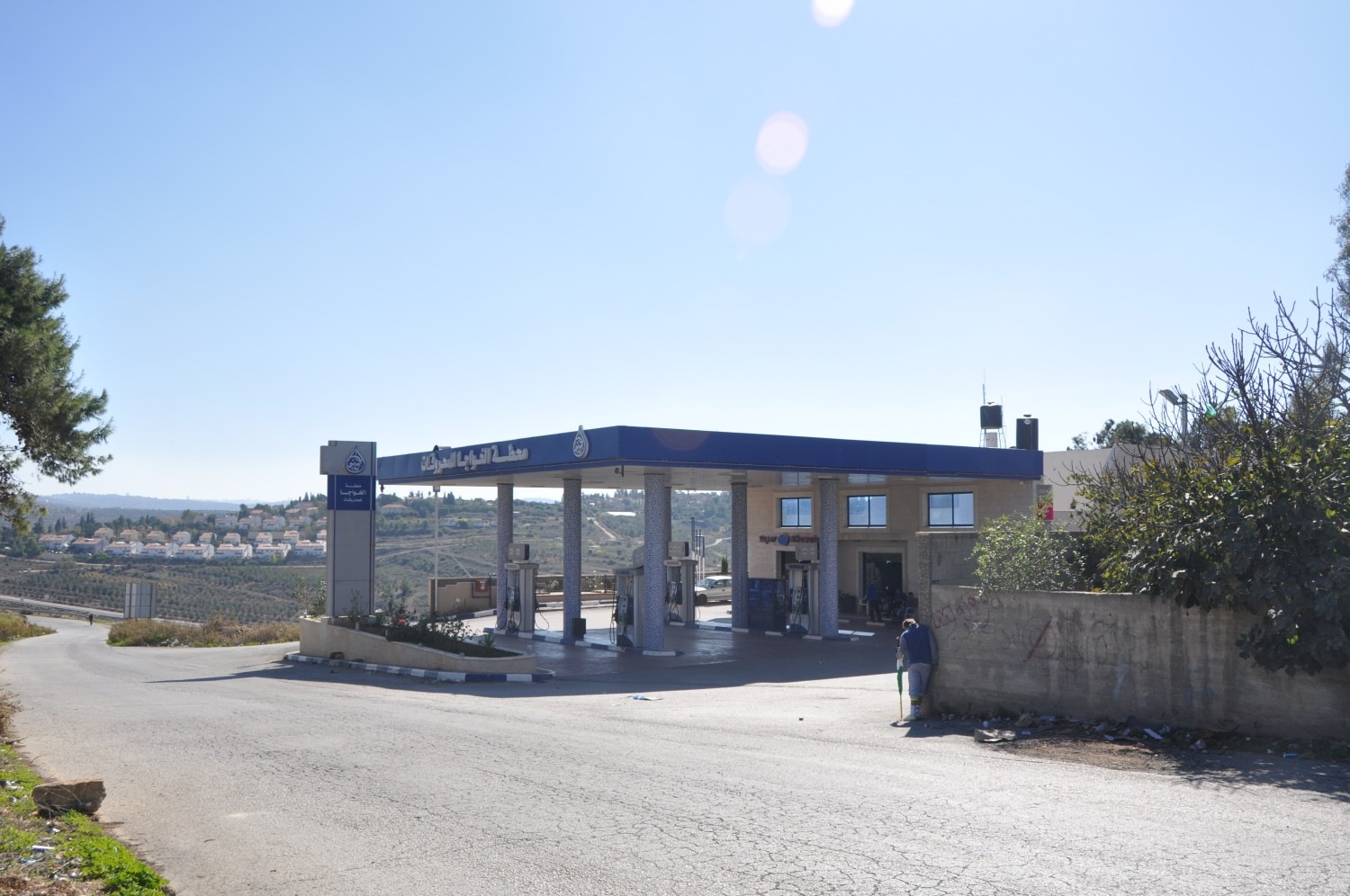 Gas station meeting point